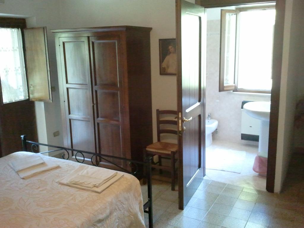 Camera con bagno e wifi a Spoleto