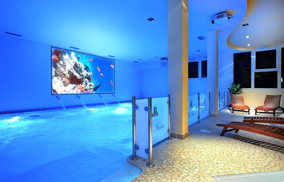 Piscina coperta anche per bambini hotel villa fiorita di foligno umbria bimbo - Hotel piscina coperta bambini toscana ...
