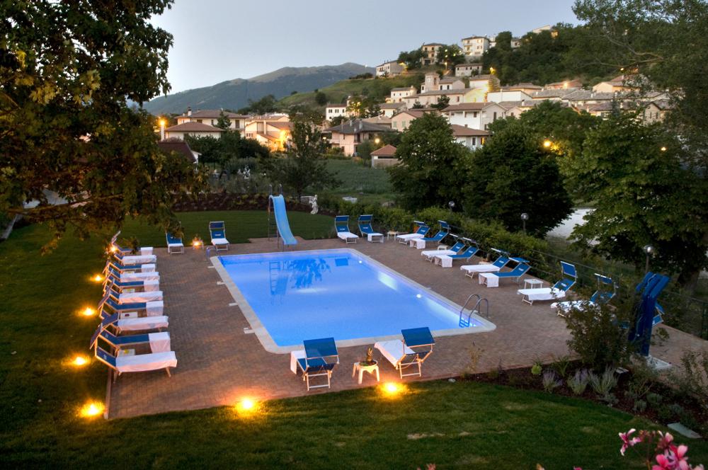 Piscina coperta anche per bambini hotel villa fiorita di foligno umbria bimbo - Hotel con piscina umbria ...
