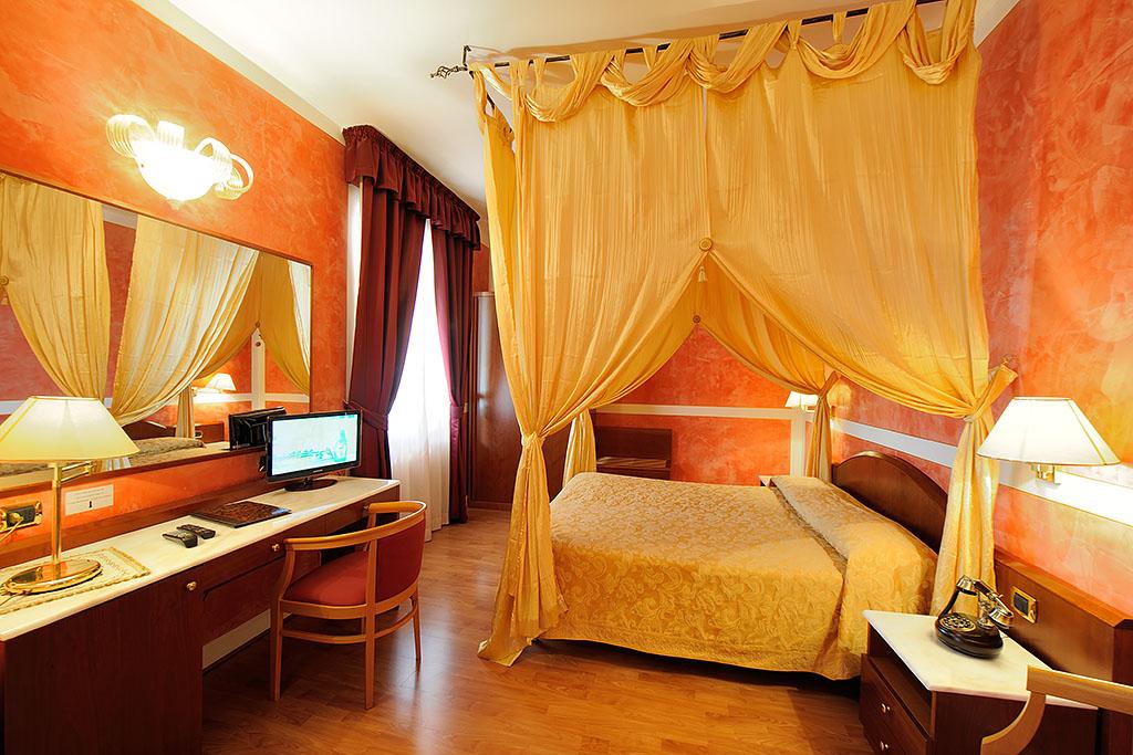Suite Superior con Baldacchino all'Hotel Villa Fiorita