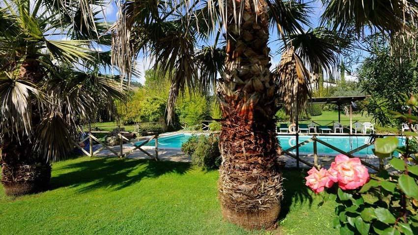 LUGLIO in Agriturismo con Piscina in Umbria centrale