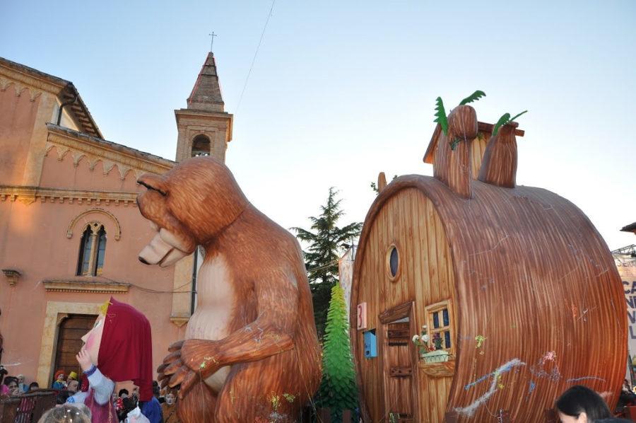 Il Carnevale Di Sant Eraclio Sfilata Di Carri Allegorici In Umbria