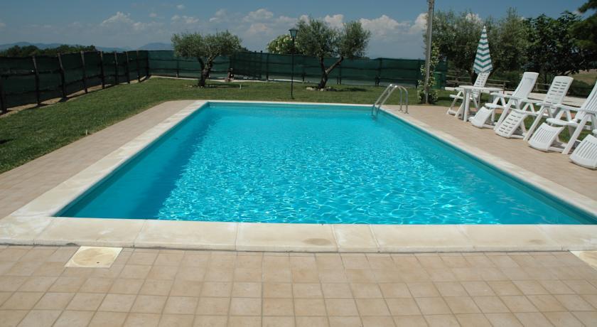 Offerta WEEKEND low cost a Deruta in camere e appartamenti economici con piscina!