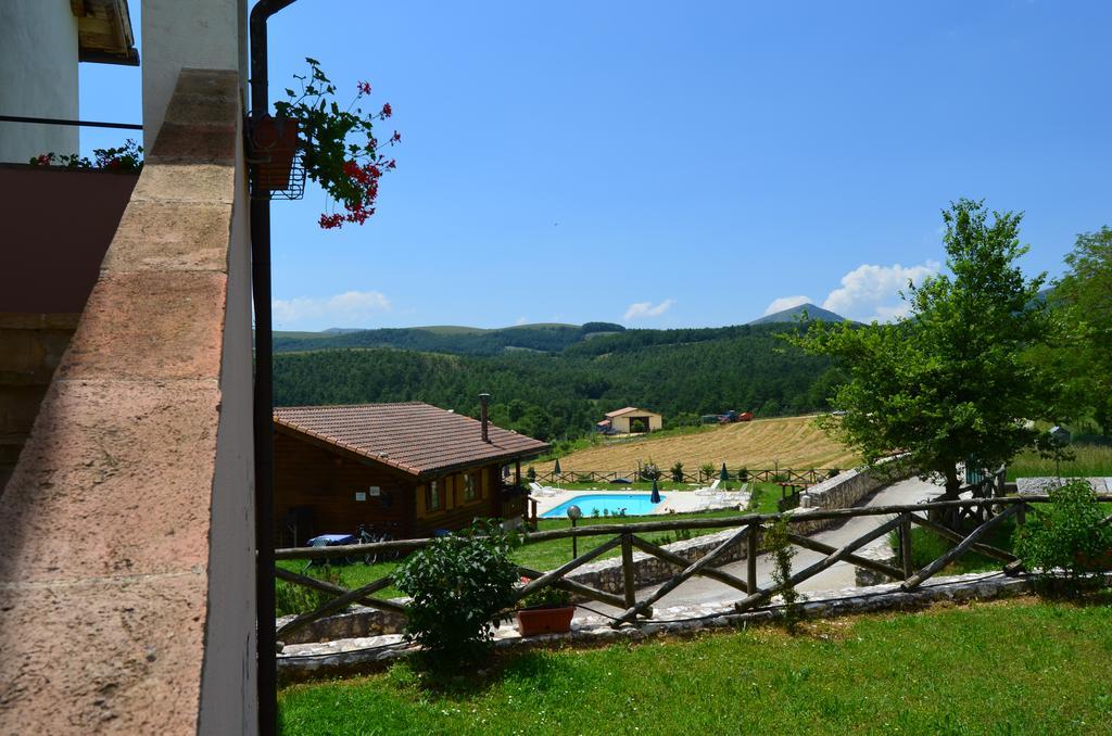 Vacanze di GIUGNO in Umbria in Agriturismo con ristorante, piscina e fattoria in Valnerina!