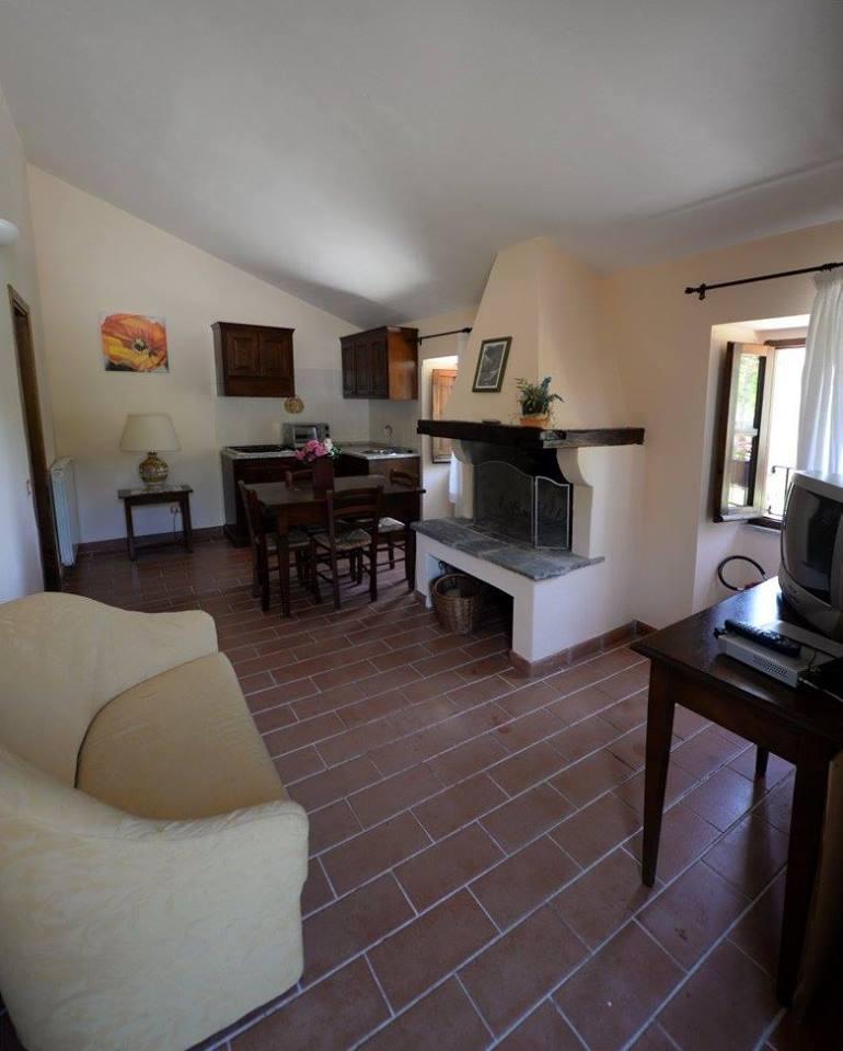 Offerta di PASQUA vicino Gubbioin Camere e Appartamenti con Camino e Ristorante ideale per famiglie con bambini!