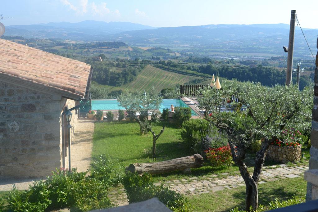 """""""La Cascata sul Monte Martano"""" Appartamenti vacanza con Camino, Piscina e Jacuzzi a Collazzone"""