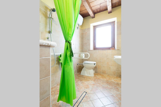 Bagno per disabili appartamento Ortensia a Terni