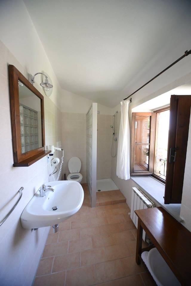 Camere con bagno privato e camino in umbria umbria bimbo - Ostelli londra con bagno privato ...
