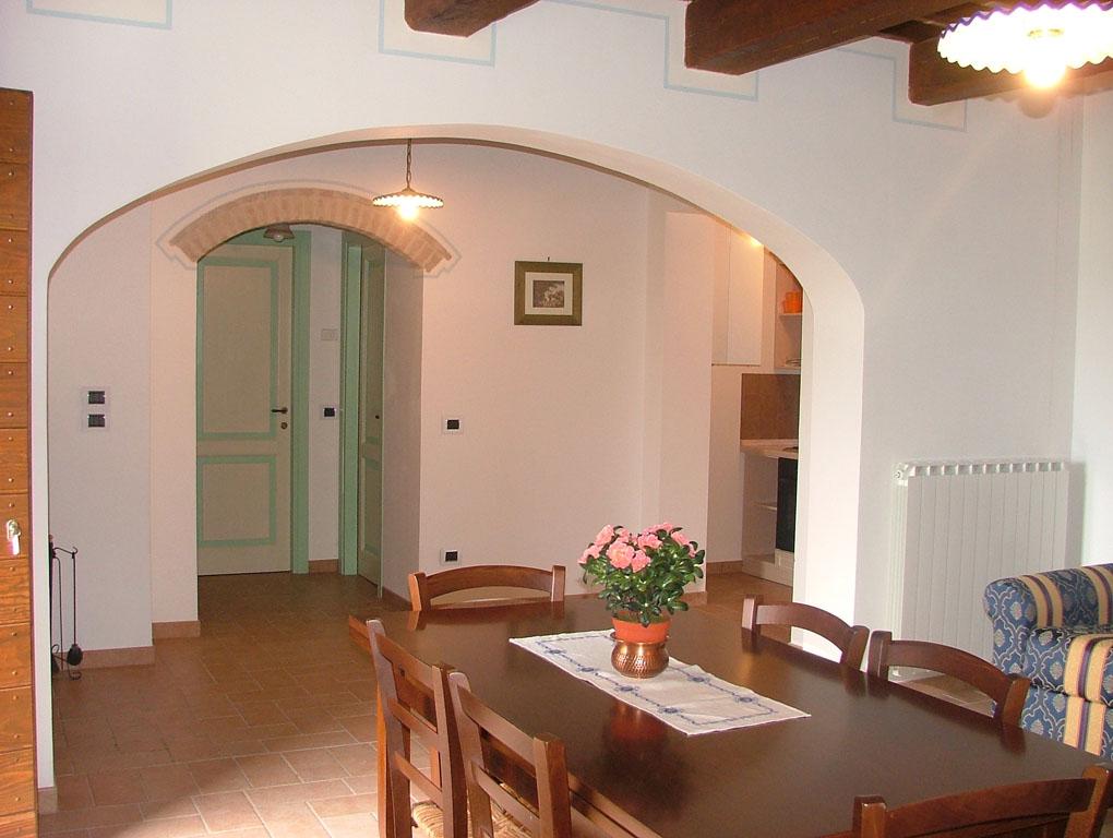Casa per i 100 GIORNI AGLI ESAMI in Umbria con salone vicino Todi e Perugia