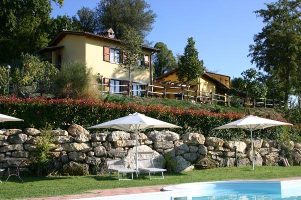 """Casa per Vacanze con Piscina panoramica e riscaldata """"Il Bosco di Montecchio"""""""