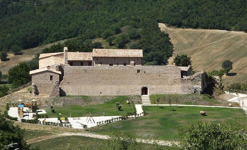 Offerta di PASQUA in Castello, Pranzo di Pasqua e appartamenti vacanza a Valtopina