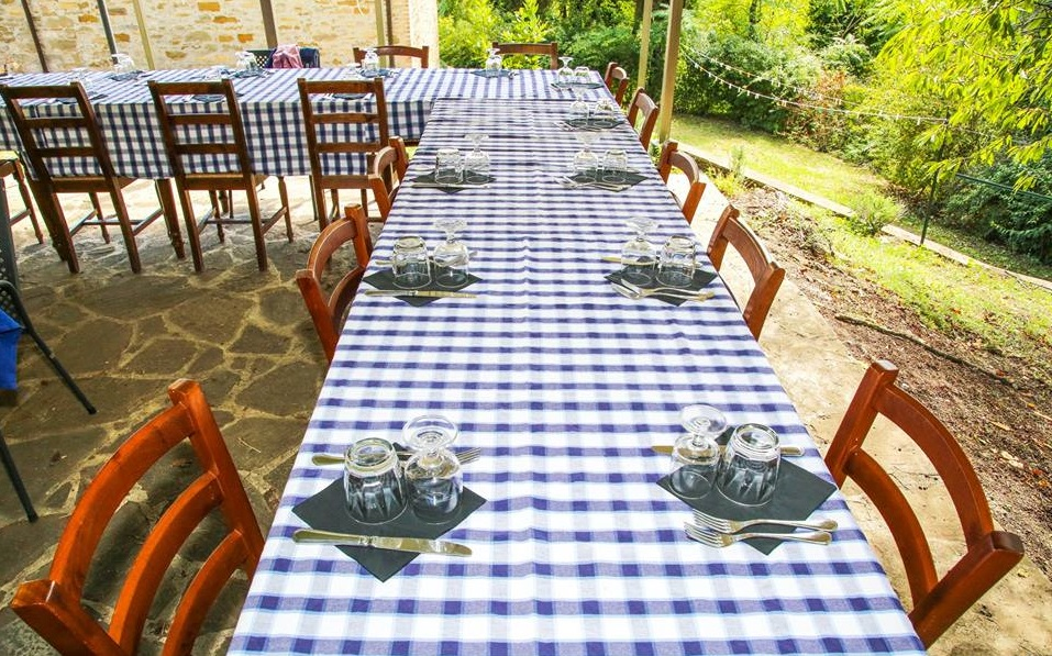 Offertissima PONTE DI SAN PIETRO E PAOLO in Umbria con i Bambini! Agriturismo con Piscina per famiglie vicino Gubbio!