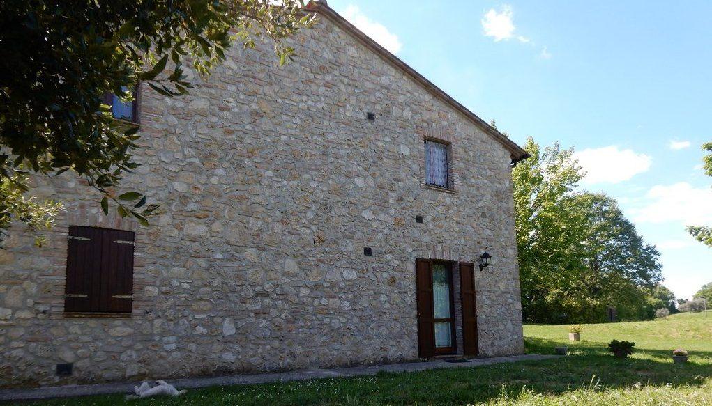 Offerta di PASQUA in Agriturismo ad Amelia, Umbria. Appartamenti con barbecue vicino Terni.