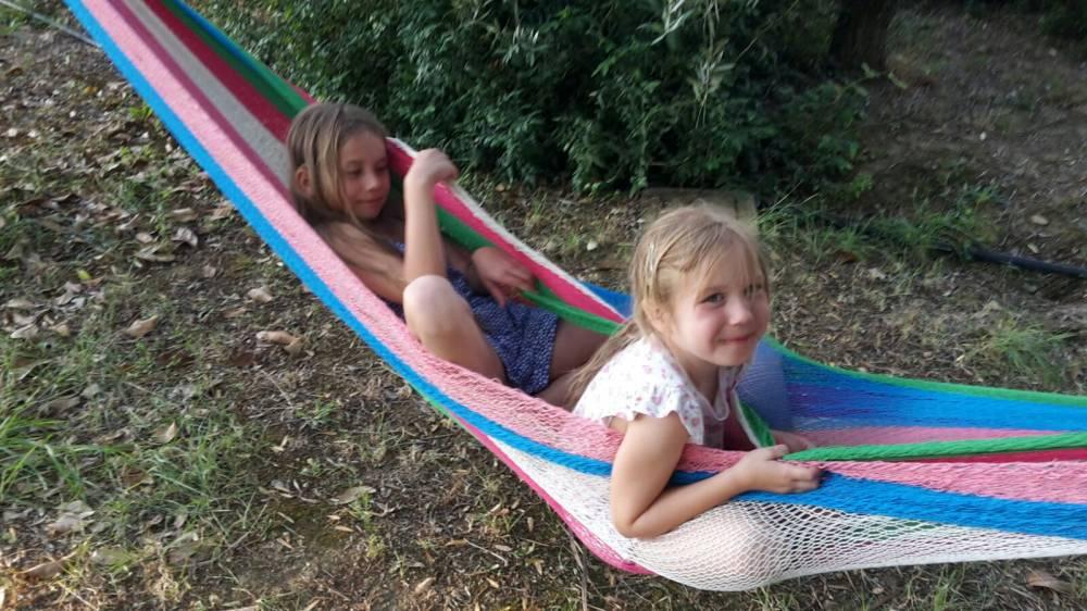 LUGLIO in Agriturismo al Lago Trasimeno per bambini con Piscina e Area Ludica