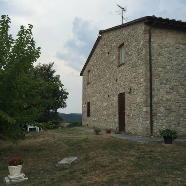 Offerta GIUGNO in Umbria in Agriturismo con Appartamenti e Piscina vicino Terni