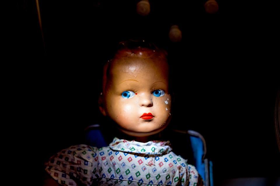 Bambole vintage in museo dentro albergo ideale per famiglie a Magione