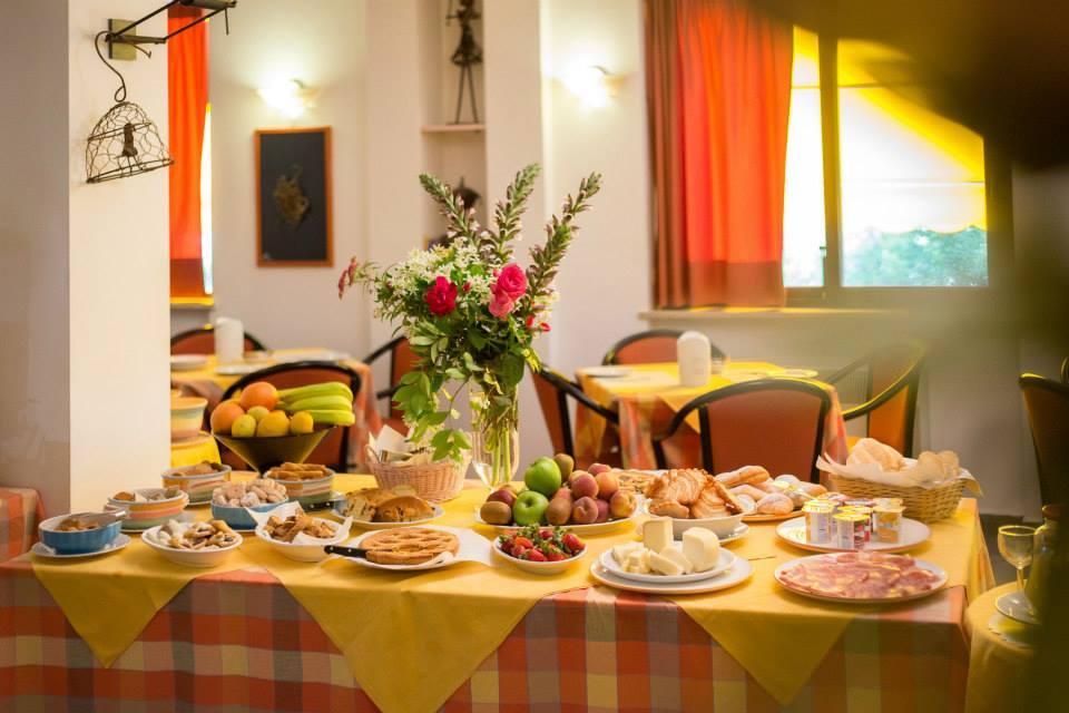 Camera e colazione a buffet in hotel per famiglie a Magione