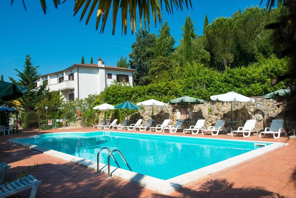 LUGLIO in Umbria in Hotel con Piscina al Lago Trasimeno e vicino a Città della Domenica e Autodromo di Magione!