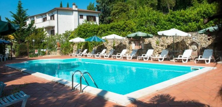 Vintage Hotel del Lago Trasimeno. Vacanza tra Giochi Vintage, Lago, Parchi e Autodromo.