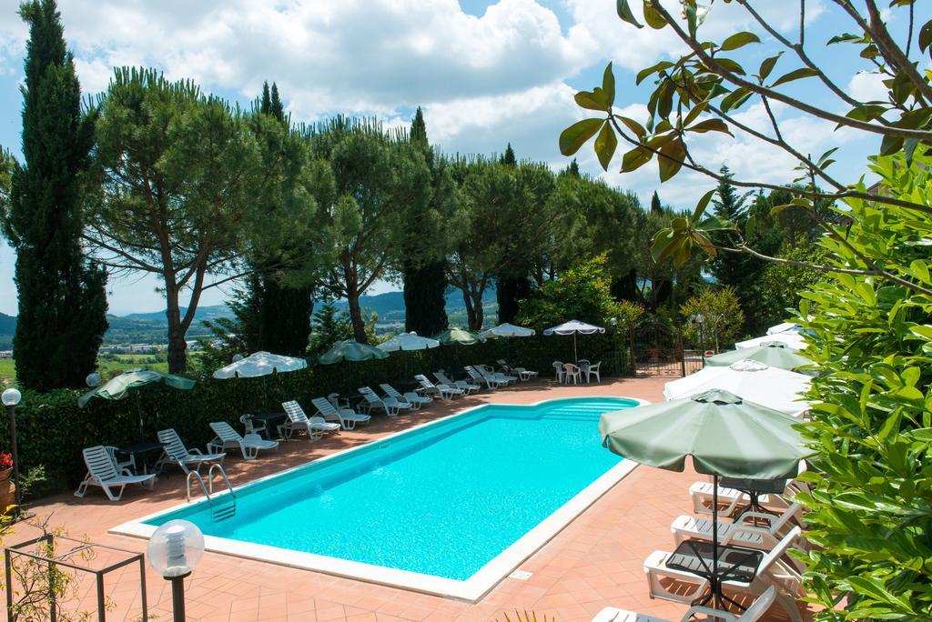 Offerte e lastminute del vintage hotel del lago trasimeno umbria bimbo - Hotel con piscina umbria ...