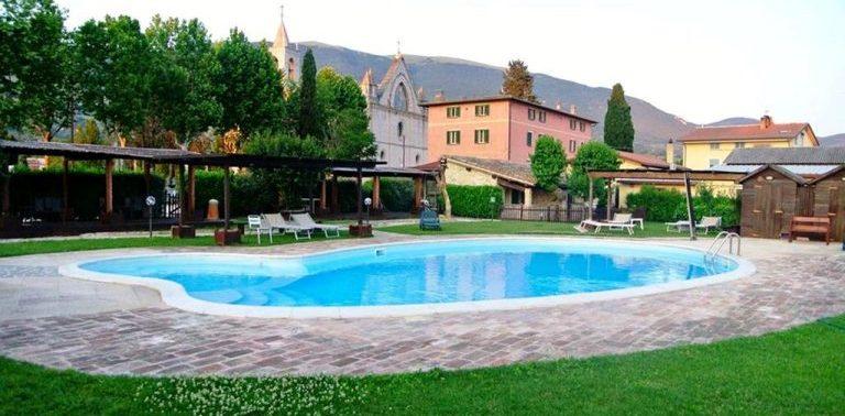 GIUGNO famiglie ad Assisi in Agriturismo con piscina