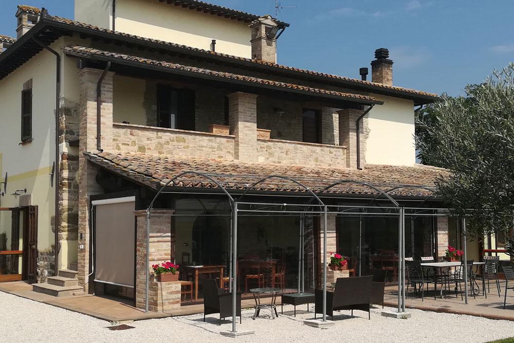 Settembre vacanze con bambini ad Assisi in casa vacanza con piscina e ristorante