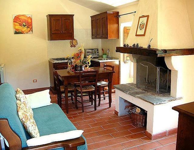 Appartamenti-vacanza-con-Camino-vicino-Gubbio