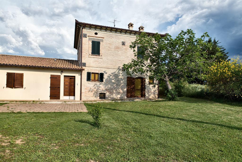 Agriturismo con camere e appartamenti in Umbria