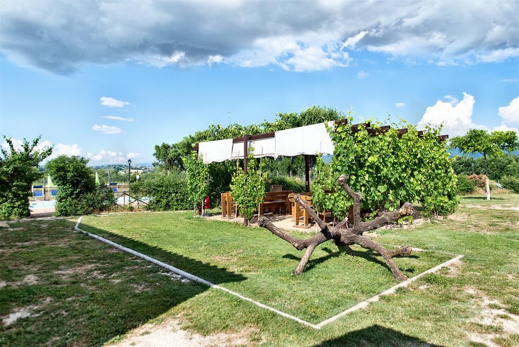 Agriturismo con piscina ideale per vacanze con bambini in Umbria