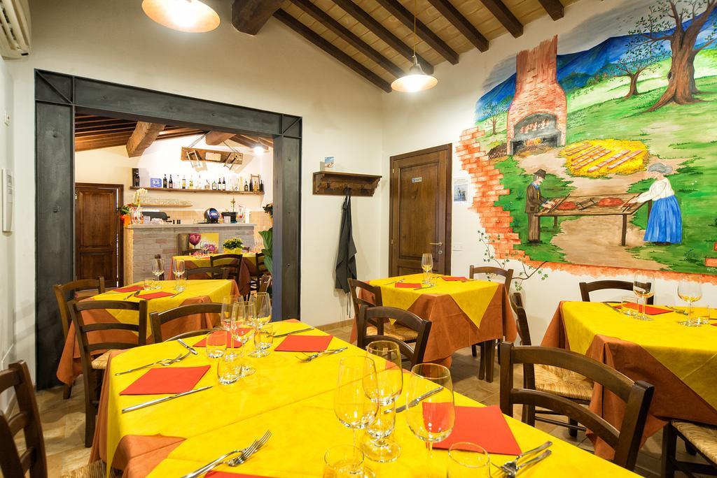Agriturismo con ristorante, pizzeria, camere e appartamenti in Umbria