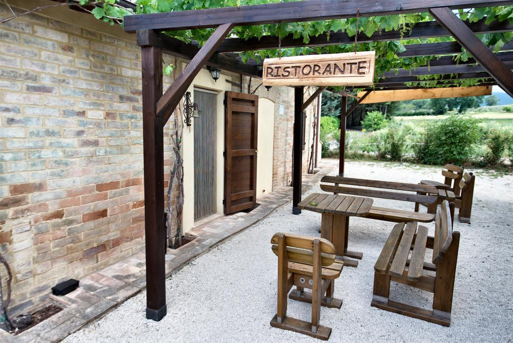 Agriturismo con ristorante tipico, piscina e fattoria sui monti Martani
