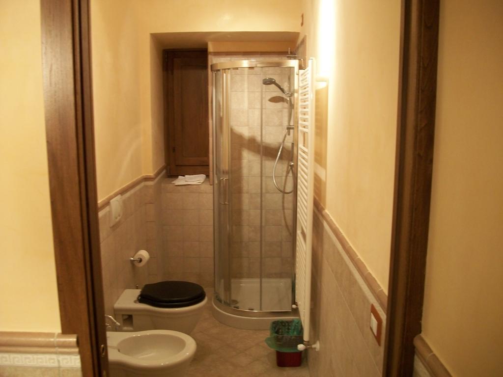 Camere con bagno privato in agriturismo con spa in Umbria