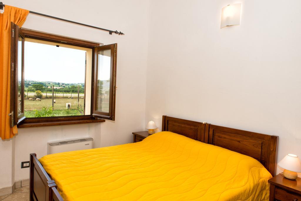 Casa vacanze con fattoria, piscina, ristorante e frantoio a Giano dell'Umbria!