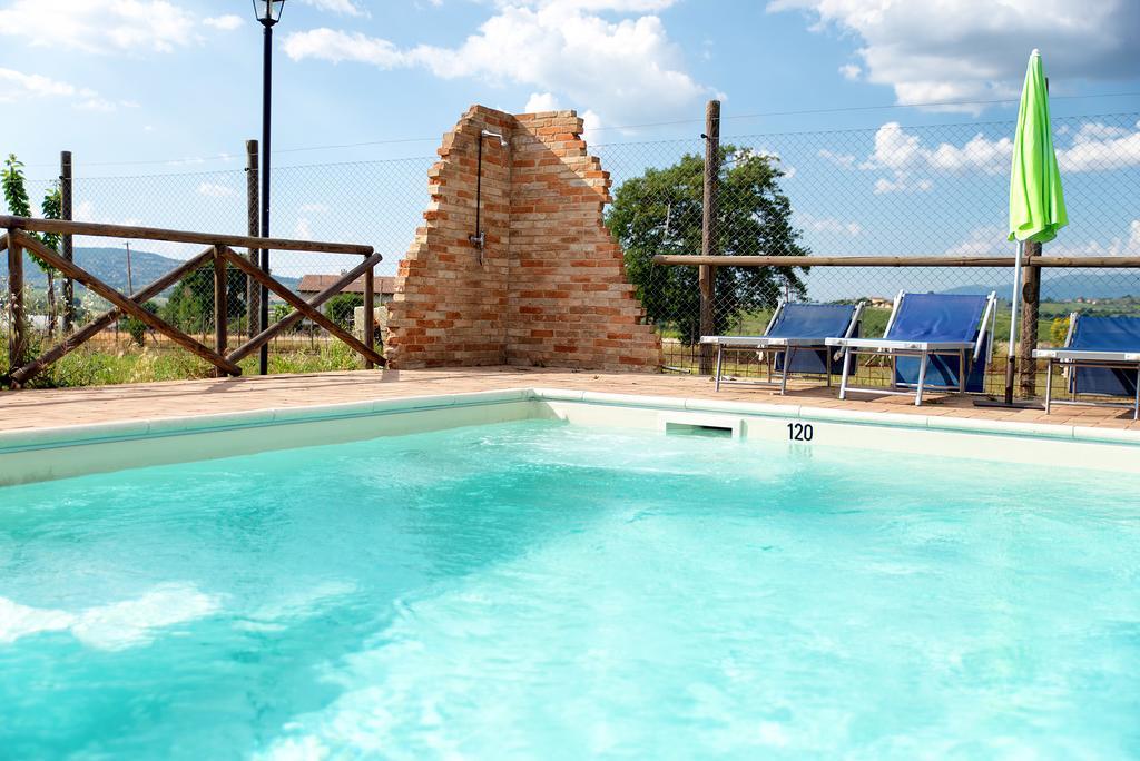 Vacanze in agriturismo con camere e appartamenti con piscina sui Monti Martani