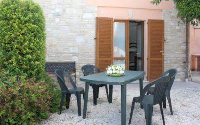 1 MAGGIO ad Assisi in appartamento con cucina e giardino attrezzato