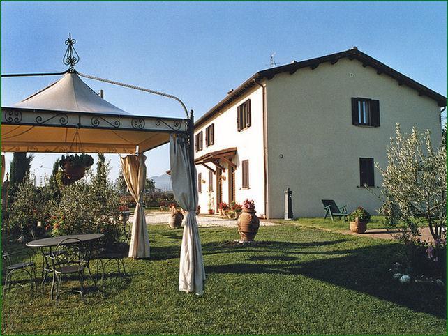 100 GIORNI AGLI ESAMI Casale indipendente per 14 persone con Salone in Umbria