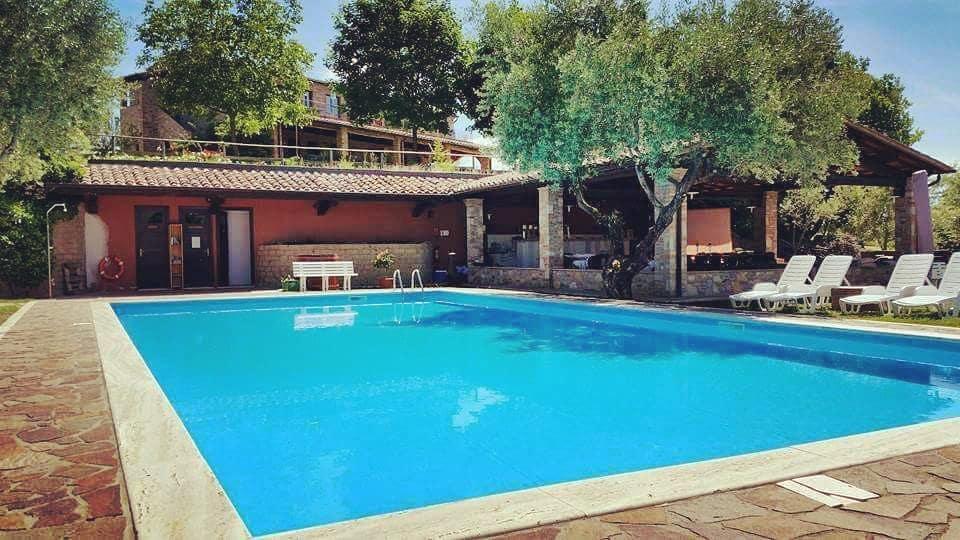Casa vacanze con piscina tra Umbria e Toscana
