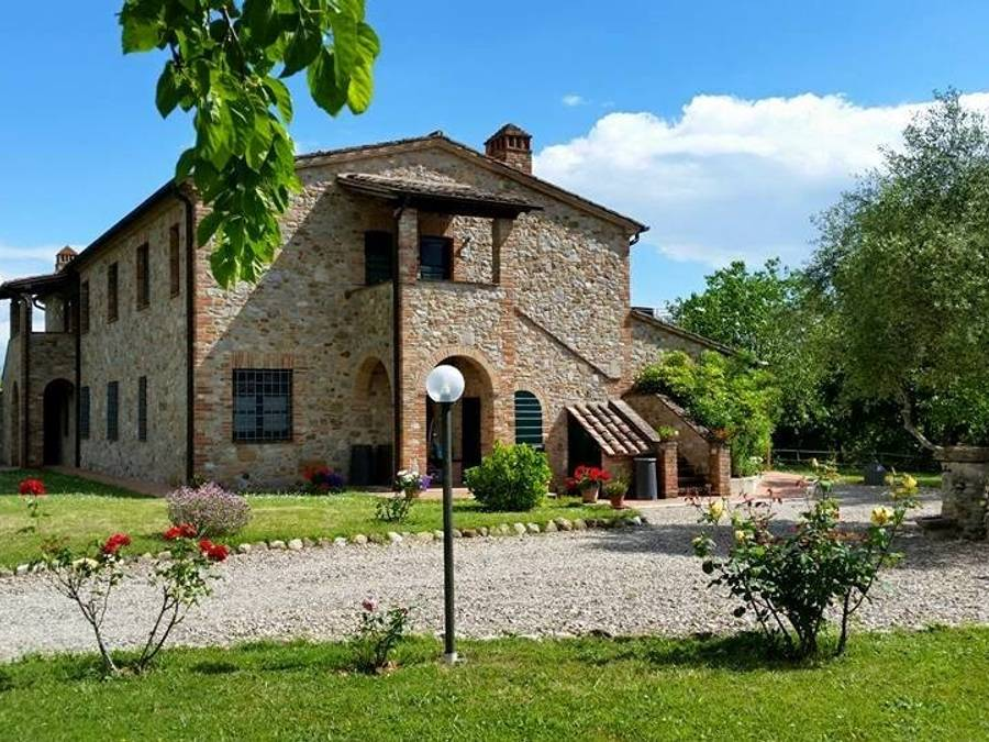 Dormire in appartamento con piscina tra Umbria e Toscana