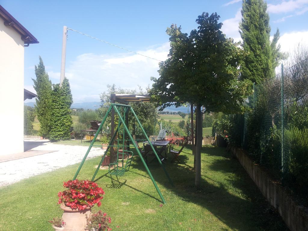 Vacanze-per-famiglie-in-Umbriagiochi-per-bambini-in-giardino