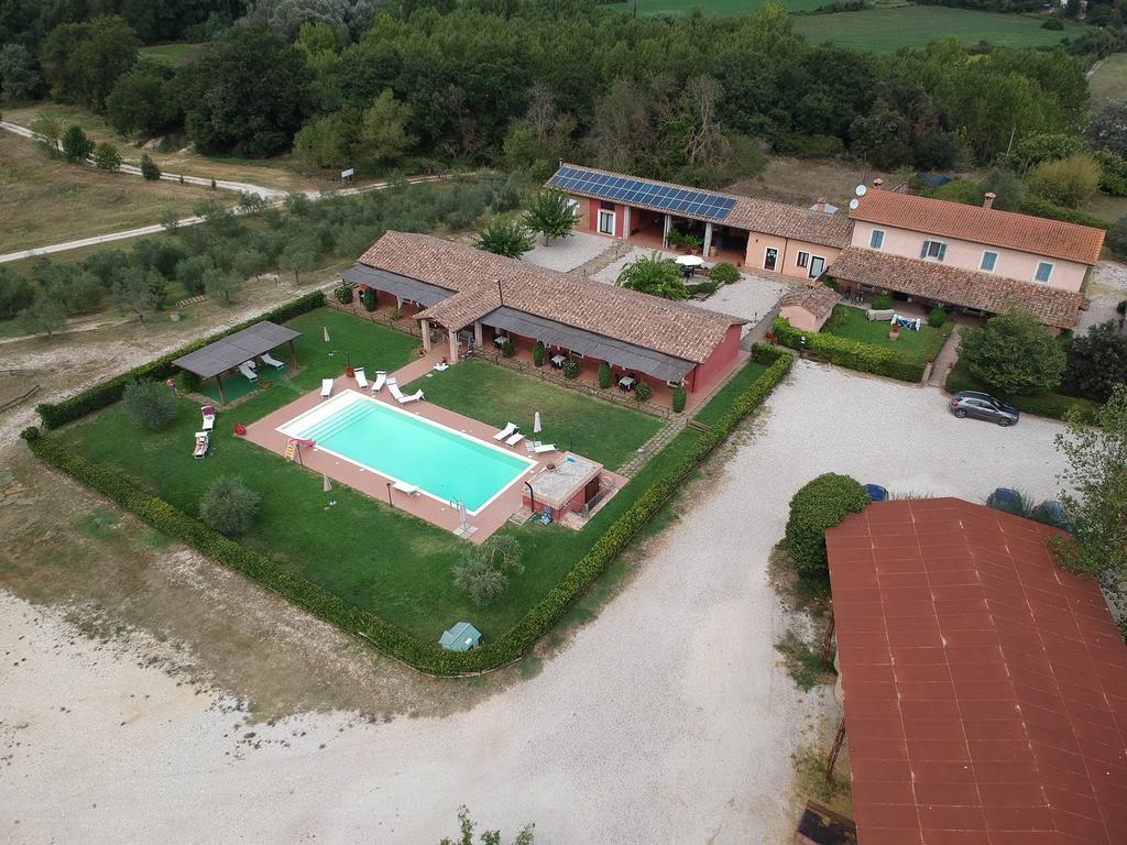 Agriturismo con piscina, fattoria didattica e appartamenti a Terni