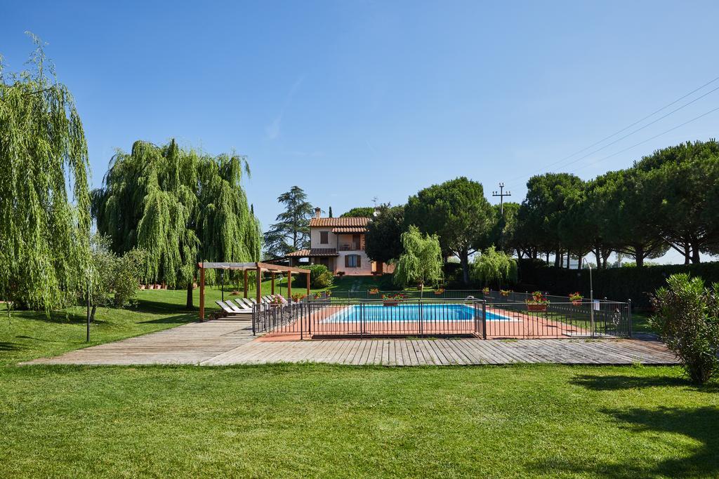 Agriturismo con camere e piscina a Castiglione del Lago