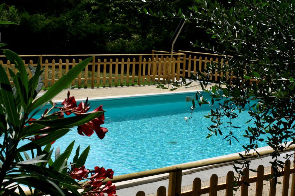 Agriturismo con piscina nel bosco ad Assisi
