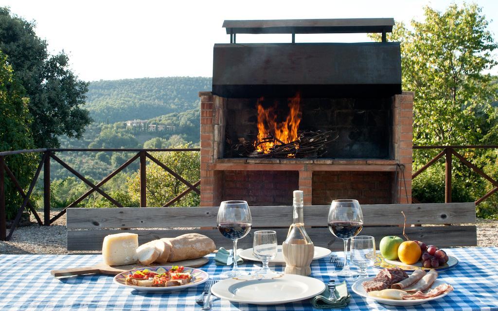 Area barbecue esterna al castello per le vacanze in Umbria