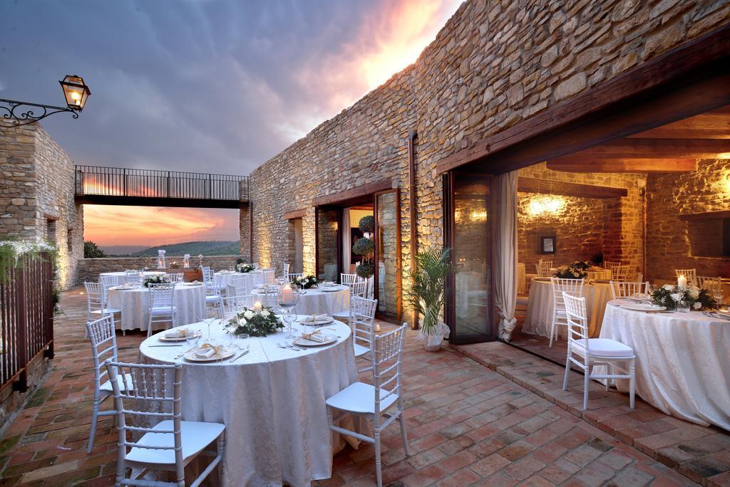 Castello con ristorante, piscina, spa e animali della fattoria in Umbria