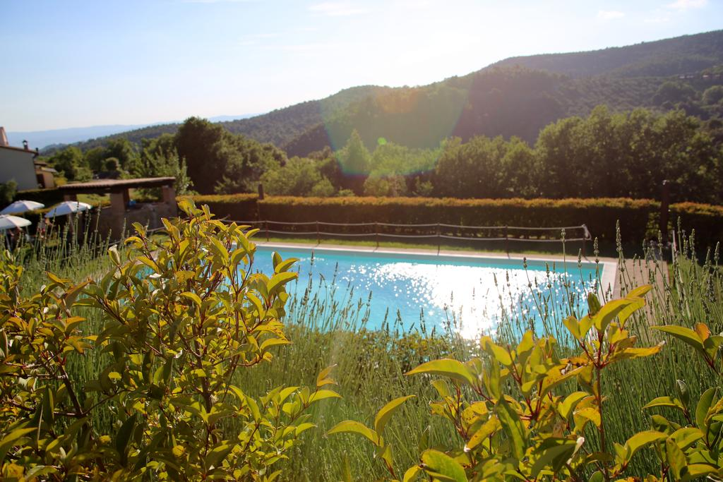 Castello per vacanze in Umbria con piscina, fattoria e ristorante