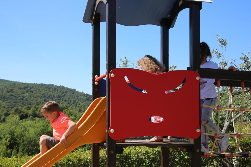 Tenuta con parco giochi ideale per vacanze con bambini in Umbria