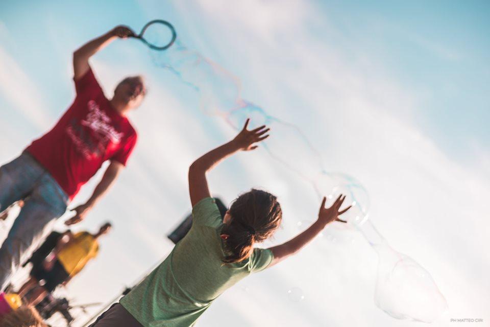 Animazione e bolle giganti per bambini a Foligno