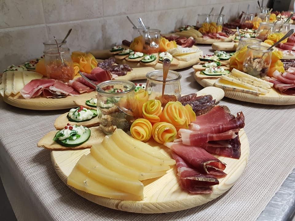 Agriturismo con ristorante prodotti tipici umbri tra Assisi e Bevagna