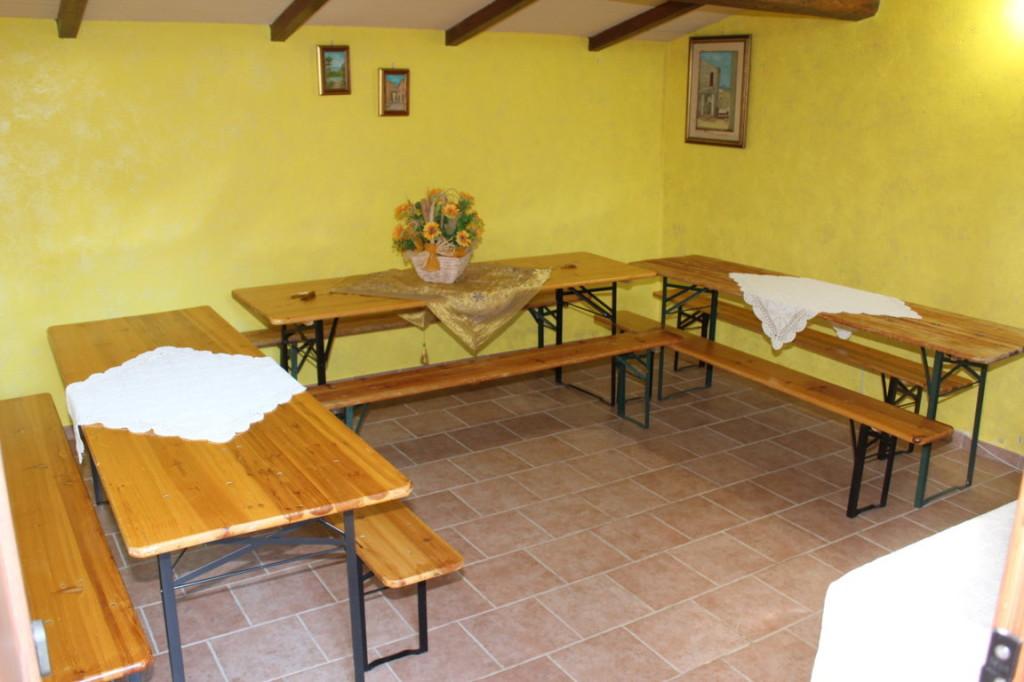 Casale con grande salone a Terni per gruppi 100 giorni, capodanno o feste