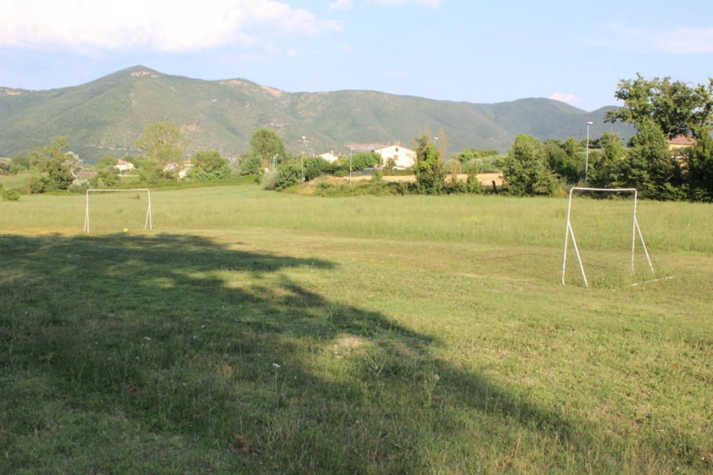 Casale per vacanze a Terni con campo di calcio